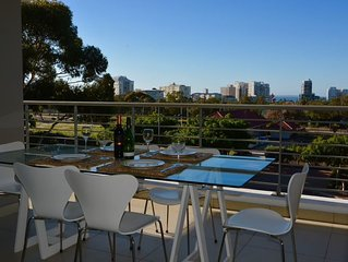 Spacious and Modern 2 Bedroom Apartment in Green Point