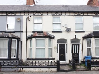 Large traditional Liverpool house - minimum 2 nights booking.