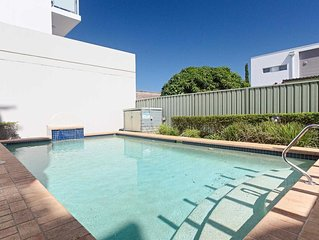 10 'Peninsula Waters' 2-4 Soldiers Point Road - beautiful unit with views