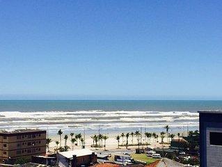 Apartamento à 50mts da praia com vista para o mar, varanda gourmet churrasqueira