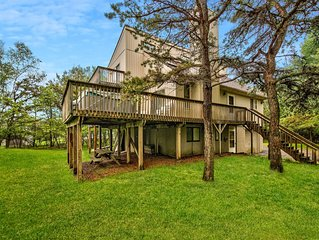 WALK TO BEACH, POOL, PLAYGROUND-HOT TUB-A/C-Game Room with Pool Table-Sleeps 10