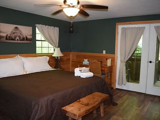 *$69 Nov special* Fall colors are here at Atali Lodge* Hot tub, trails and WiFi