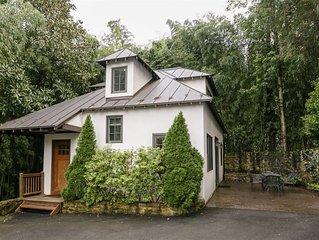 Little Redwood House | Walk to UVA and Scott Stadium