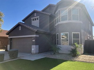Charming, Warm and Comfortable 4 BR, 1 mile from Peoria Sports Complex