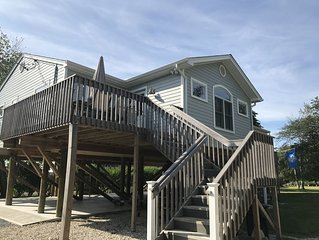 Beautiful Waterfront Getaway!  Kayak from Dock. Minutes From Beach & Town.