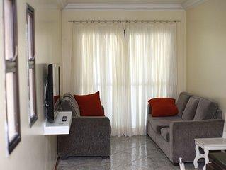 Luxuoso apartamento 3 quartos com ar refrigerado - 1 garagens e a 200m da praia.