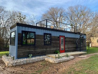 'The Hacienda' Container Tiny Home 12 min. to Magnolia/Baylor