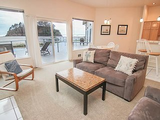 Hawk Creek and Beach Access Right Out Your Door in this Neskowin Condo!