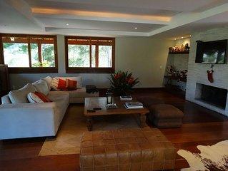 Maravilhosa Casa na Serra com Linda Vista para as Montanhas no Cond Denasa