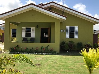 Modern, Comfortable Island Villa In Gated Community With Clubhouse Amenities