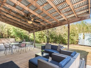 Awesome patio/backyard, remodeled home 3 mi to DT
