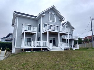 Tides Newport - New! Large Beach Rental w/yard & expansive views! - 'High Tide'