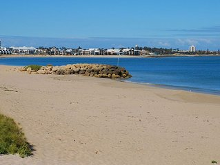 Cottage by the Sea Mandurah, Comfortable, Location Plus, Family & Pet Friendly