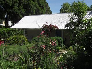 Jellore Cottage - in the heart of town