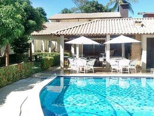 Casa com Piscina e grande jardim, para 28 pessoas, praia de Tamandar