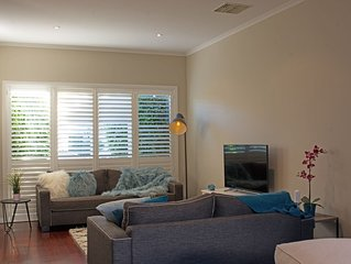 The Crescent - luxury house, 50m from beach, 10 mins from city