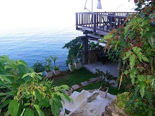Linda casa na costeira com varandas, pier, vista total para o mar