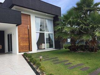 Casa nova em Condomínio de luxo com 4 suítes