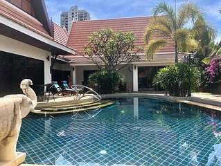 Lavish 4 Bedroom Villa with Private Garden & Pool
