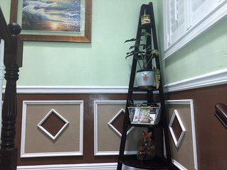 Ms. MARRIOTT's VACATION-HOME RENTAL -Upper Level Studio. FREE WIFI & PARKING.