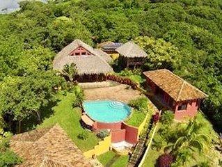 Amazing tropical jungle Villa exceptional views 10 min to centro