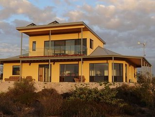 Dolphin - Stunning 5 bedroom Eco and Pet Friendly House, Venus Bay SA