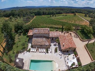 Beautiful farmhouse in the heart of Provence with swimming pool and vineyards