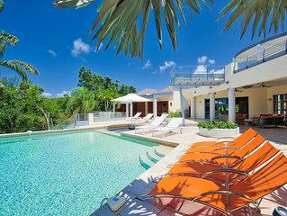 5-bedroom villa with heated pool, sauna & tenniscourt within a minute walk from