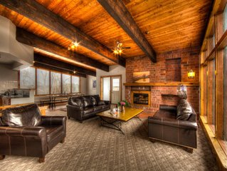 6 Bedroom Blue Mountain Cottage w/Sauna, at a quiet cul-de-sac, min to private b