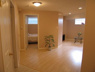 Cozy Suite, Great Location, In-floor Heating, Free WiFi - Long Term Renter Welco