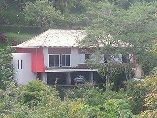 Excelente casa 5Q  em amplo terreno arborizado em condomínio com linda vista!