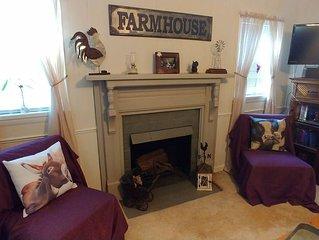 NEW LISTING ♥ Black Dog Farmhouse Pet Friendly ♥
