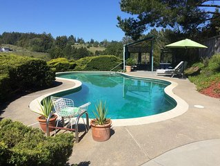 THE BIRDHOUSE - Pool. Hot Tub. Stunning Wine Country Views. Private Deck.