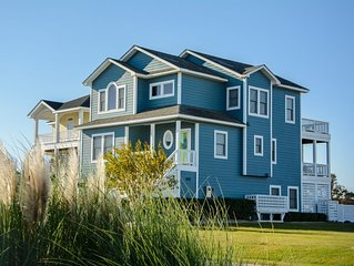 Peninsula Place: Canalfront, private pool, boat dock, close to Manteo attraction