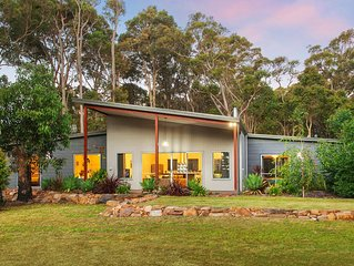 Roo's Leap Retreat Spacious, modern home on a tranquil bush block