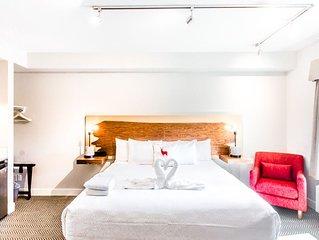 Basecamp Lodge - Vacation Rentals - King Room
