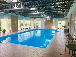 Beautiful Apartment Indoor Pool 5 mins from the ski station