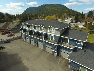 Sicamous Home Away From Home