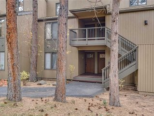 Enjoy Bend from this first floor condo with a gas fireplace and access to Athlet