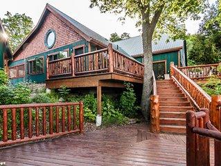 SPECTACULAR Winking Rosebud WATERFRONT Retreat:  Accommodates 30 People!
