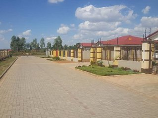 3 BEDROOMED HOUSE WITH MASTER BEDROOM ENSUITE