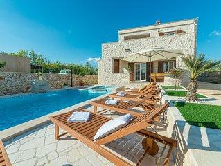 Stein Villa mit beheizt Pool, Jacuzzi, 500 meters vom dem Sandstrand.Meerblick