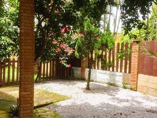 Linda  Suite com cozinha e Jardim Sao Lourenco, Bertioga ao lado da Riviera