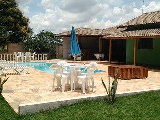 Chacara p/ temporada, 3 suites, piscina, sinuca e WI-FI, 10 minutos dos parques!