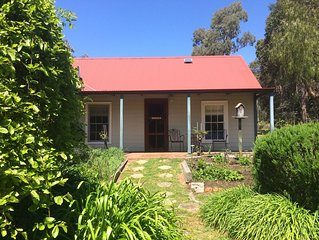 Rosebank Cottage. Picture perfect country cottage, set in beautiful gardens.