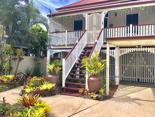 Luxurious, Captivating Executive Home Impeccable Queenslander FamilyPetFriendly
