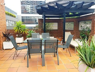 LUXURY TOWNHOUSE car park & large courtyard in Heart of Sydney