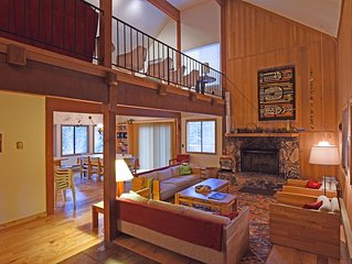 Heidi's Cabin - Spacious House w/ Private Deck, 15 Min to Northstar, Game Room