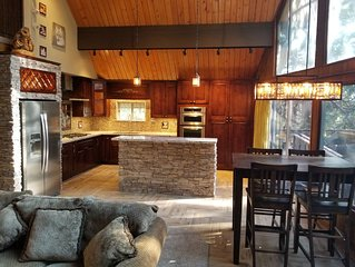 Surrounded by Pines, Family / Pet Friendly minutes from Snow Valley !!!