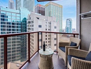 Ultimate Yorkville Luxury - Two-Bedroom Corner Suite (Kitchen, Balcony) [T6]